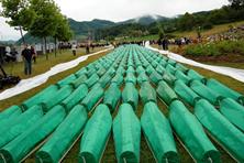 La sepoltura di 465 civili bosniaci